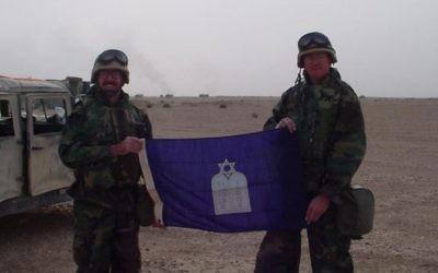 Irving Elson (à gauche) et Robert Page, l'homme qui a sauvé la vie de Elson au cours de la guerre en Irak. (Crédit : autorisation)