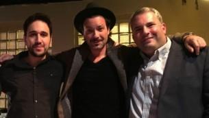 De la gauche : Roi Azoulay, Adam Cohen et Gideon Zelermyer (Crédit : autorisation)