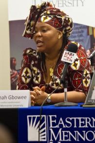 Leymah Gbowee, lauréate du Prix Nobel de la Paix, pendant une conférence de presse en Virginie, le 14 octobre 2011. (Crédit : CC BY/Jon Styer/Eastern Mennonite UniversityWikimedia)