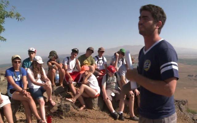Des participants à un programme de l'Union pour le Judaïsme Réformé en Israël (Crédit : capture d'écran YouTube)