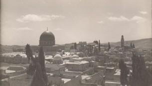 Vues sur la Vieille Ville de Jérusalem, le mont du Temple et sur le monastère franciscain (non daté) (Crédit : © DEIAHL, Jérusalem)