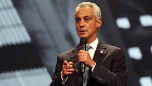 Rahm Emanuel, maire de Chicago, le 13 août 2015. (Crédits : JTA/Tasos Katapoid/Getty Images for 100 000 Oportunities Initiative)