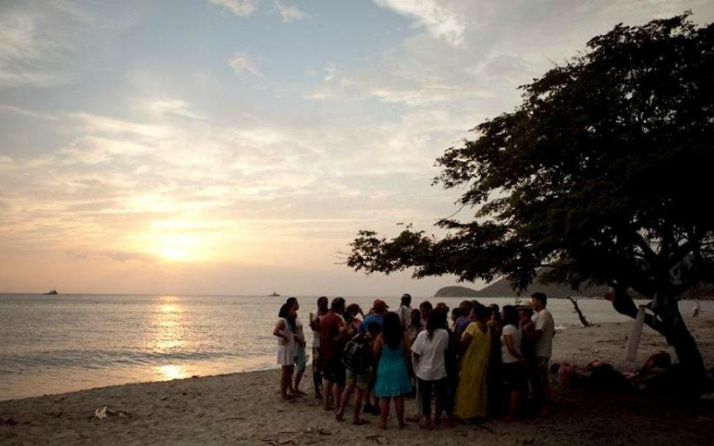 La congrégation Shirat Hayam de Santa Marta sur la plage Mikvé, ou, 'Playa Mikvé' (Crédit : Peter Svarzbein)