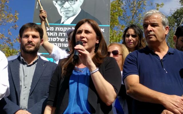 De gauche à droite : Bezalel Smotrich (HaBayit HaYehudi), la ministre adjointe des Affaires étrangères Tzipi Hotovely et le chef du Conseil de Yesha Avi Roe (Crédit : autorisation)