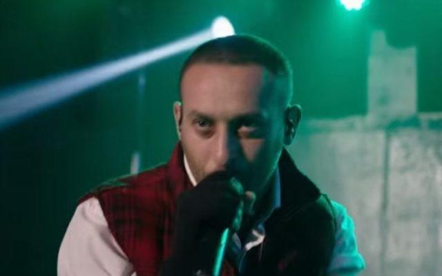 Le rappeur palestinien Tamer Nafar (Crédit : Capture d'écran YouTube)