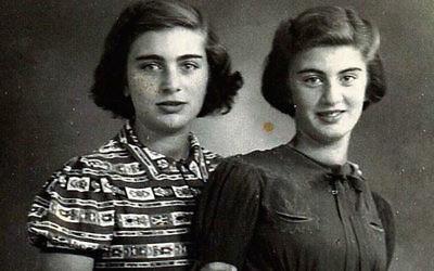 Carry Ulreich, à droite, et sa sœur aînée, Rachel, dans une photographie prise pendant leur période dans la clandestinité à Rotterdam pendant l'occupation nazie (Crédit : Boekencentrum / Mozaïek / JTA)