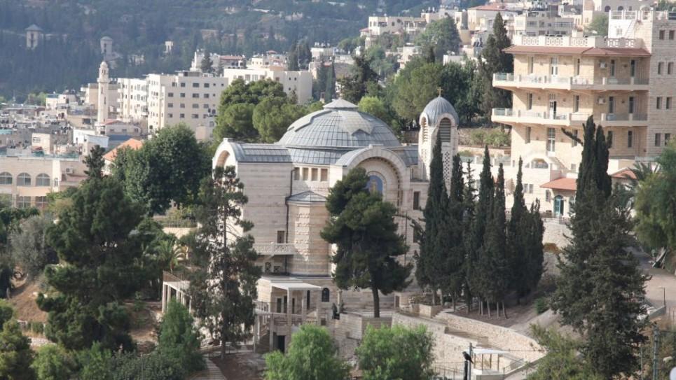 l'Église Saint Pierre, une église catholique romaine construite de 1931 (Crédit : Shmuel Bar-Am)