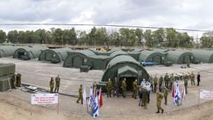 Un hôpital de campagne de 26 tentes mis en place par l'armée israélienne pendant un exercice à Beit Naballah, dans le centre d'Israël, le 9 décembre 2013. (Crédit : unité des porte-paroles de l'armée israélienne)