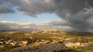 Le village palestinien de Yabad, à l'ouest de Jénine (Crédit : Carlos Hagadol / Wikimedia / CC BY-SA 3.0)