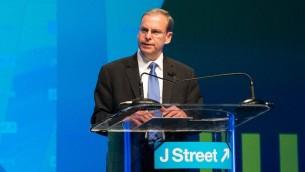 Le directeur général de J Street, Jeremy Ben-Ami, à la conférence du groupe à Washington, le 21 mars 2015 (Crédit : JTA / J Street)