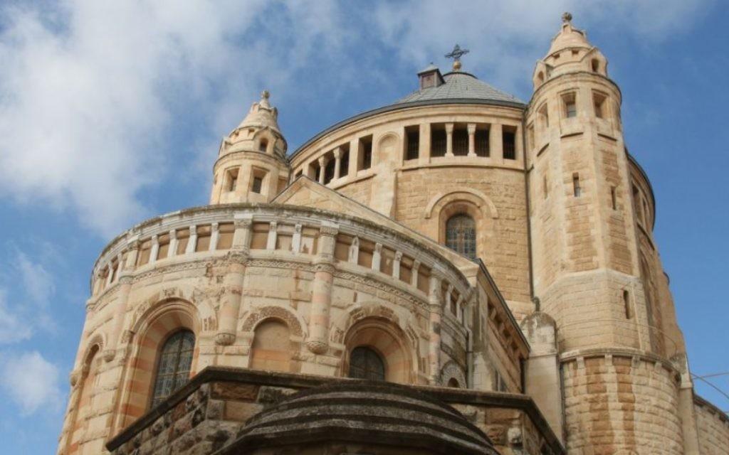 L'Abbaye de la Dormition, construite par l'ordre bénédictin allemand, au début du siècle. (Crédit : Shmuel Bar-Am)