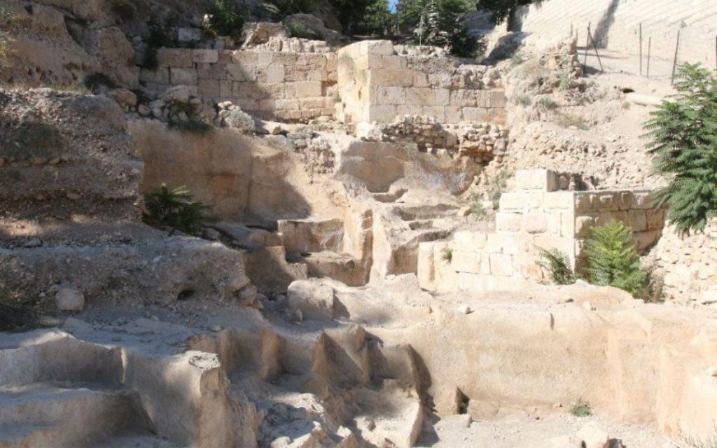 Des archéologues ont exhumé des ruines de l'époque maccabée, il y a 2 000 ans, ans des fouilles autour du mont Sion. (Crédit : Shmuel Bar-Am)
