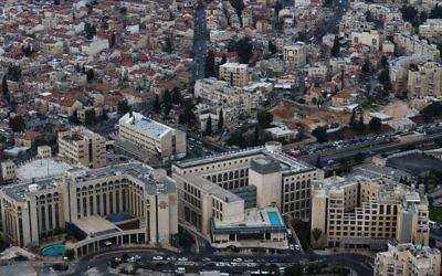Vue aérienne du quartier de Sheikh Jarrah à Jérusalem Est, le 1er mars 2013. (Crédit : Nati Shohat/Flash90)