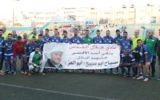 L'équipe de football palestinienne Hilal al-Quds pose avec une bannière qui rend hommage au terroriste palestinien Mesbah Abu Sabih, qui a tué deux Israéliens lors d'une fusillade à Jérusalem, le 9 octobre 2016. (Crédit : Facebook)