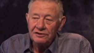 Le général Shlomo Gazit, ancien dirigeant des renseignements militaires israéliens. (Crédit : capture d'écran YouTube)
