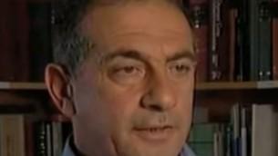 Yossi Havilio, ancien conseiller juridique de la ville de Jérusalem, dirige à présent Tsahor, une association dédiée à la justice sociale et économique de la capitale. (Crédit : capture d'écran YouTube)