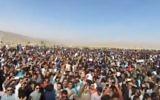Rassemblement organisé en Iran sur la tombe du roi Cyrus le Grand, fondateur de l'Empire achéménide, près de Shiraz, le 31 octobre 2016. (Crédit : capture d'écran YouTube/The Media Express)