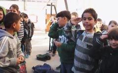 Extrait du documentaire « The Mute's House », film de 31 minutes réalisé par Tamar Kay, qui prend place dans la partie israélienne de la ville de Hébron, dont les derniers habitants palestiniens sont Yousef, huit ans, et Sahar, sa mère sourde. (Crédit : capture d'écran YouTube/IDFA2015)