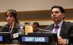 Marwa Al Aliko, réfugiée yézidie, à gauche, lors d'une rencontre organisée par le représentant permanent d'Israël à l'ONU,  Danny Danon (Crédit : Mission permanente d'Israël à l'ONU)