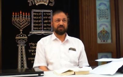 Le rabbin Rahamim Berachyahu, nouvel aumônier de la police israélienne. (Crédit : capture d'écran YouTube)
