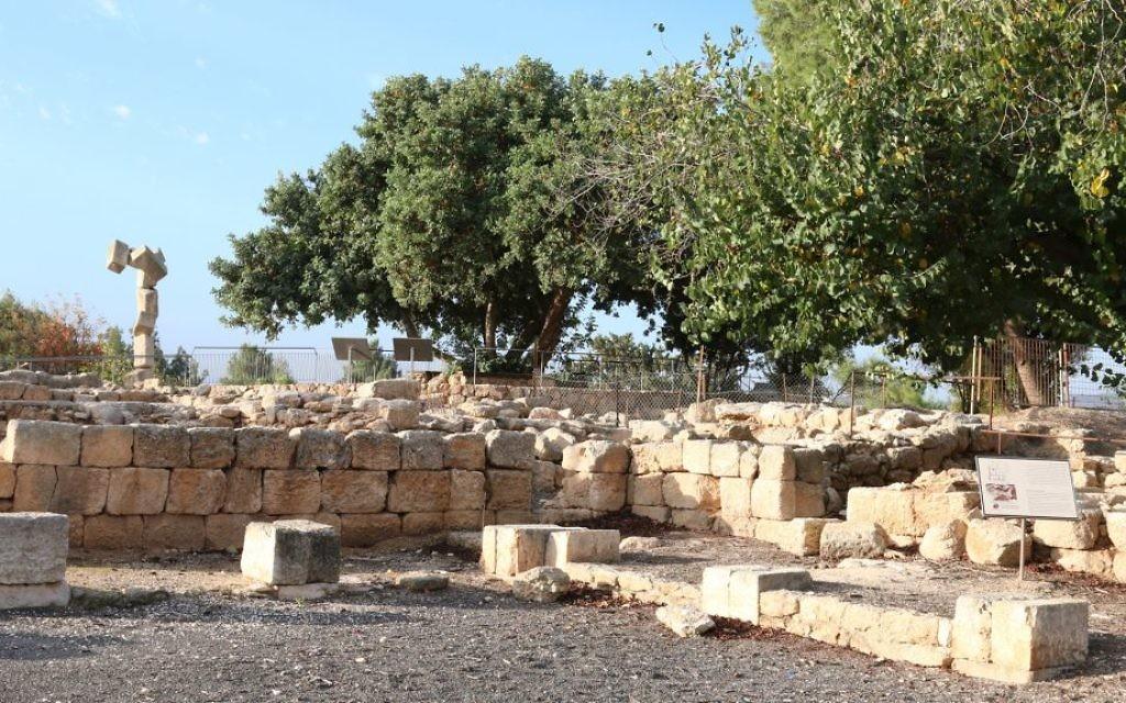 Les ruines d'une villa romaine de l'époque probablement utilisés pour loger des représentants du gouvernement (Crédit : Shmuel Bar-Am)