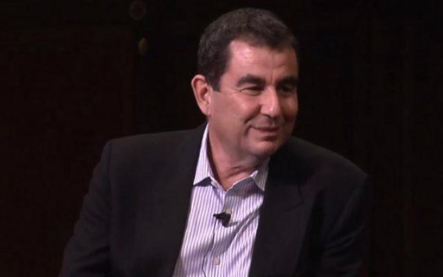 Le journaliste israélien Ari Shavit (Crédit : YouTube)