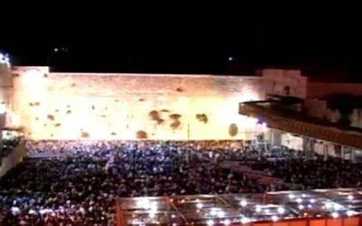 Des milliers de personnes ont prié au mur occidental de Jérusalem, le 10 octobre 2016 (Crédit : Capture d'écran)