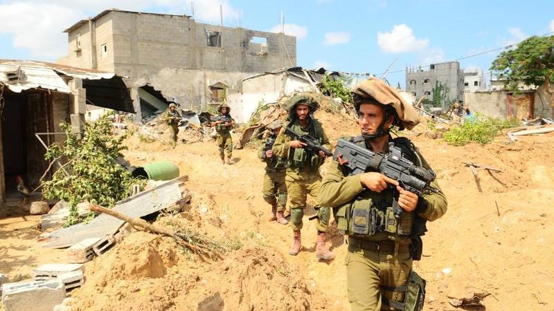 Les soldats d'infanterie sur le terrain pendant l'opération Bordure protectrice, le 20 juillet 2014. (Crédit : unité des porte-paroles de l'armée israélienne/Flickr)