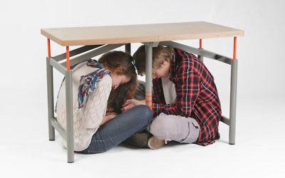 Arthur Brutter a dessiné ses tables, qui permettent de se protéger pendant un séisme, pour son projet final à Bezalel. Elles ont été exposées au musée d'art moderne de New York. (Crédit : Tzur Kotzer via JTA)