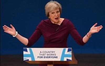 Theresa May, Première ministre britannique, au dernier jour de la conférence annuelle du Parti conservateur à Birmingham, dans le centre de l'Angleterre, le 5 octobre 2016. (Crédit : Paul Ellis/AFP)