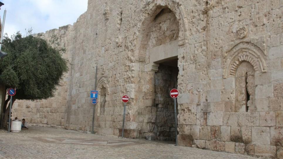 La porte de Sion, l'une des huit entrées via la muraille de la Vieille ville, et lieu de la bataille lors de la guerre d'indépendance en 1948 (Crédit : Shmuel Bar-Am)