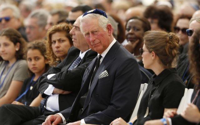 Le Prince Charles lors des funérailles de Shimon Peres, à Jérusalem, le 30 septembre 2016. (Crédit : Abir Sultan/Pool/AFP)