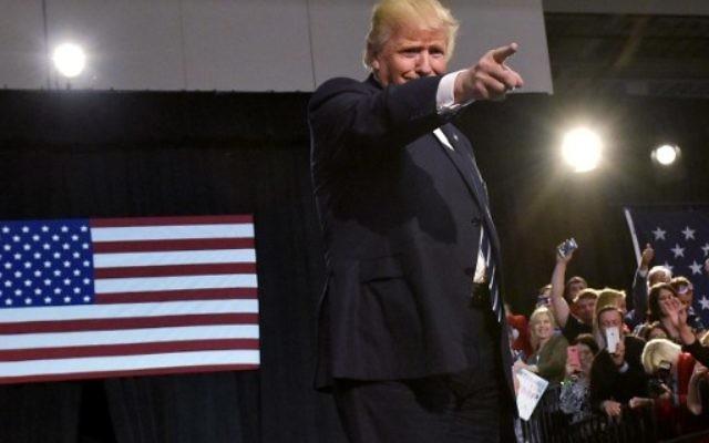 Le nouveau président américain Donald Trump lors de son dernier rassemblement final de sa campagne présidentielle à Devos Place, Grand Rapids, Michigan, le 7 novembre 2016 (Crédit : AFP PHOTO / MANDEL NGAN)