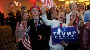 Les partisans du candidat présidentiel républicain Donald Trump célèbrent sa victoire aux élections américaines à Greenwood Village, dans le Colorado, le 8 novembre 2016. (Crédit : AFP/Jason Connolly)