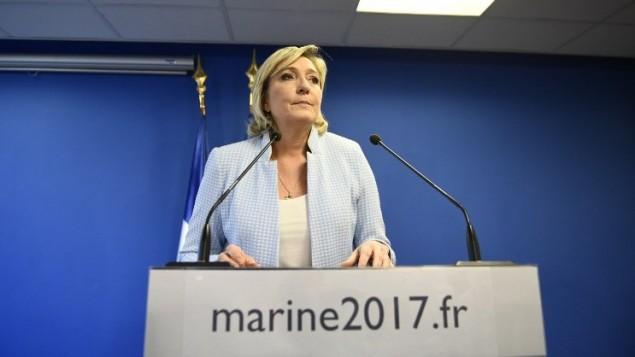Marine Le Pen, présidente du Front national et candidate à l'élection présidentielle française, pendant une conférence de presse, au siège de son parti à Nanterre, le 9 novembre 2016. (Crédit : AFP/Martin Bureau)