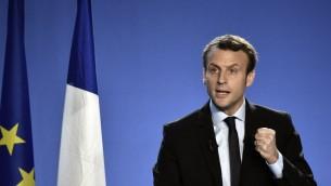 Emmanuel Macron, ancien ministre français de l'Economie, annonce sa candidature à l'élection présidentielle à Bobigny, le 16 novembre 2916. (Crédit : AFP/Philippe Lopez)