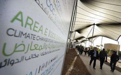 Arrivée des déléguées à la conférence climatique COP22 des Nations unies, à Marrakech, au Maroc, le 16 novembre 2016. (Crédit : AFP/Pool/Mark Ralston)