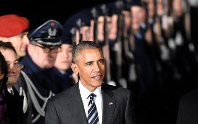 Le président américain Barack Obama après avoir débarqué de l'Air Force One le 16 novembre 2016 à l'aéroport Tegel à Berlin (Crédit : AFP PHOTO / dpa / Rainer Jensen)