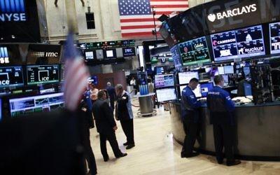 Les traders de la bourse de New York, le 17 juin 2015. Illustration. (Crédit : Kena Bentacur/AFP)