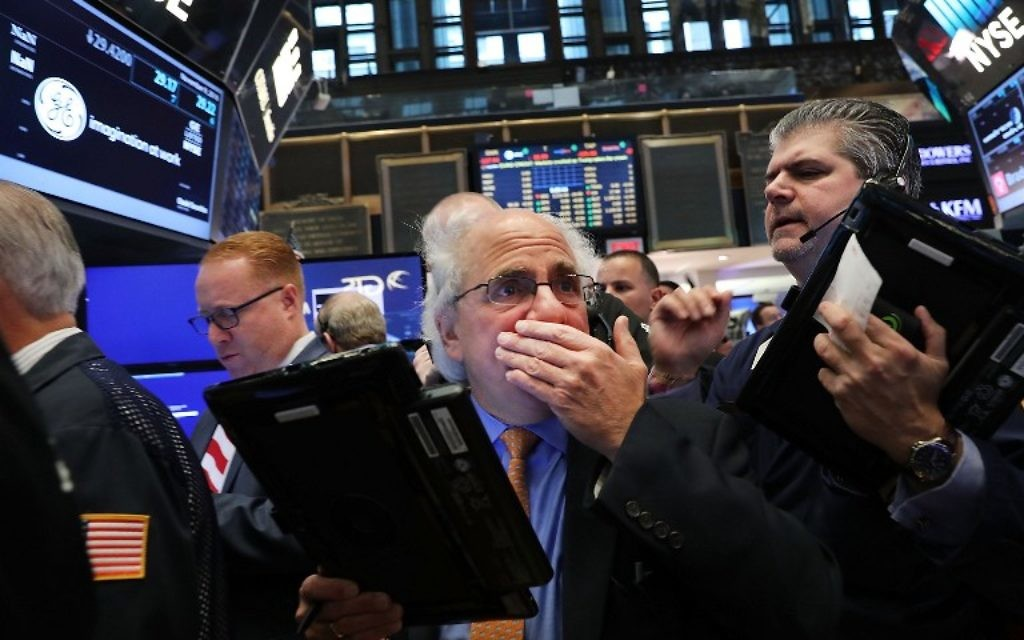 La bourse de New York réagit à la victoire de Donald Trump à l'élection présidentielle américaine, au New York Stock Exchange (NYSE), le 9 novembre 2016. (Crédit : Spencer Platt/Getty Images/AFP)