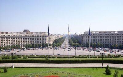 Vue depuis le Palais du parlement roumain, à Bucarest, en septembre 2006. (Crédit : Al/Domaine public/WikiCommons