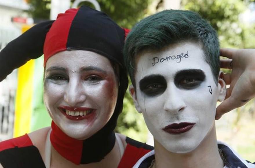 Deux personnes déguisées en Harley Quinn et Joker de Suicide Squad au Festival Icon à Tel Aviv, le 19 octobre 2016 (Crédit : Idan Ofer / JTA)