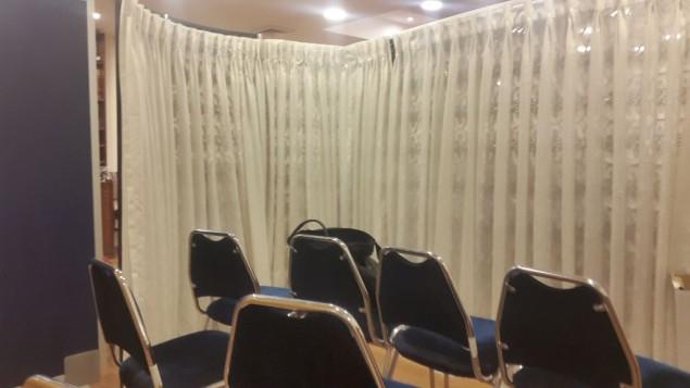 La section des femmes de la synagogue de la Knesset, après son agrandissement, le 14 novembre 2016. (Crédit : Marissa Newman/Times of Israel)
