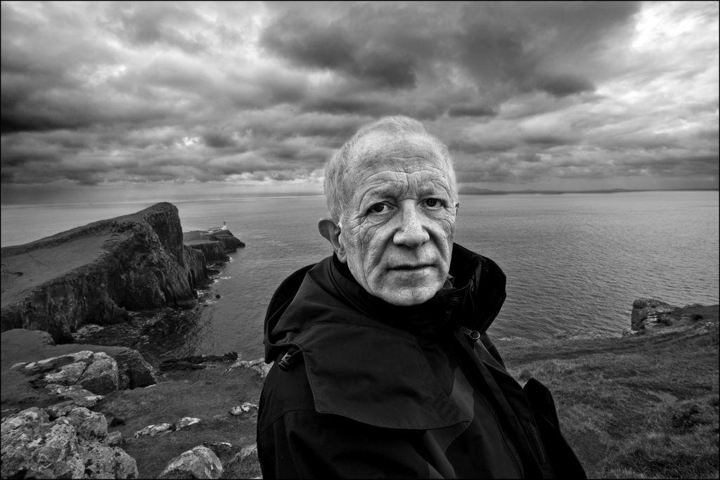 Le photographe a voyagé autour de l'Ecosse, en prenant parfois des jours avant de trouver la photo parfaite de son sujet. (Crédit : Judah Passow)