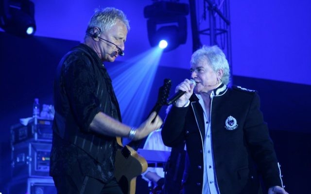 Air Supply en concert aux Philippines, le 12 juin 2008. (Crédit : Paul Chin/CC BY-SA 2.0/Wikipedia)