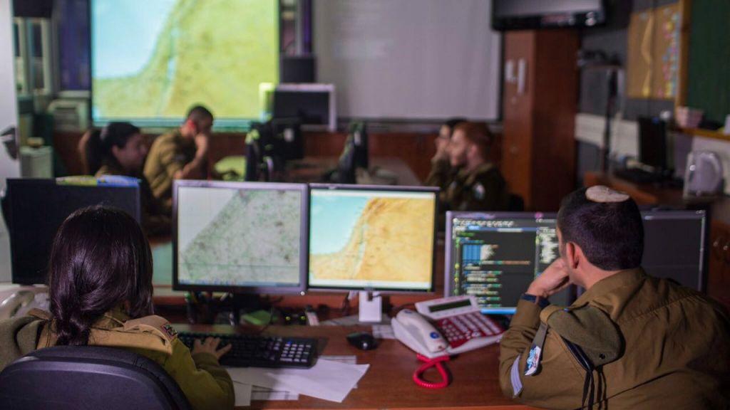 Les soldats du corps du signal de l'armée israélienne (C41). Illustration. (Crédit : unité des porte-paroles de l'armée israélienne)