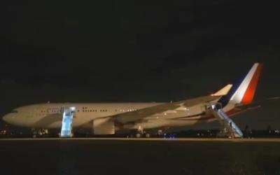 L'avion présidentiel français Airbus A330 (Crédit : capture d'écran France info tv)
