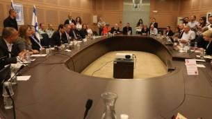 La réunion de la commission des Affaires étrangères et de la Défense de la Knesset, le 31 octobre 2016. (Crédit : Yitzchak Harari/porte-parole de la Knesset)