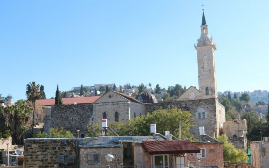 Vue depuis le balcon d'Ein Kerem de Ruth Tzfati, auteure et défenseure du quartier. (Crédit : Shmuel Bar-Am)