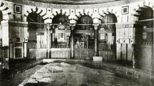 L'intérieur du Dôme du Rocher, en 1910. (Crédit : Robert Smythe Hichens, American Colony)
